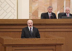 Лукашенко во время послания 2014