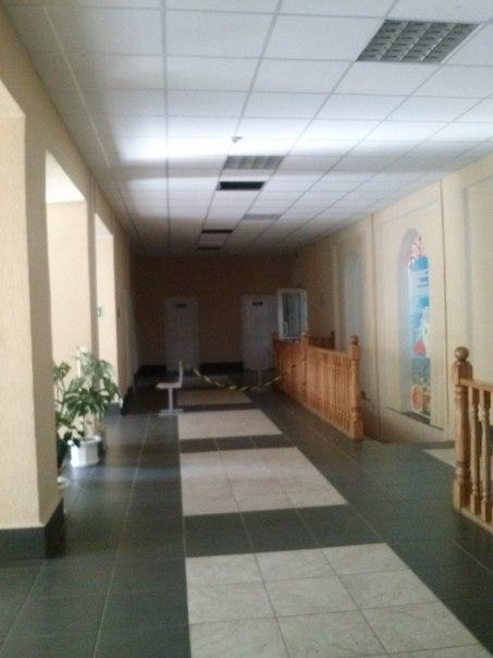 Сосновоборская средняя школа Сосновый Бор, обвалился потолок