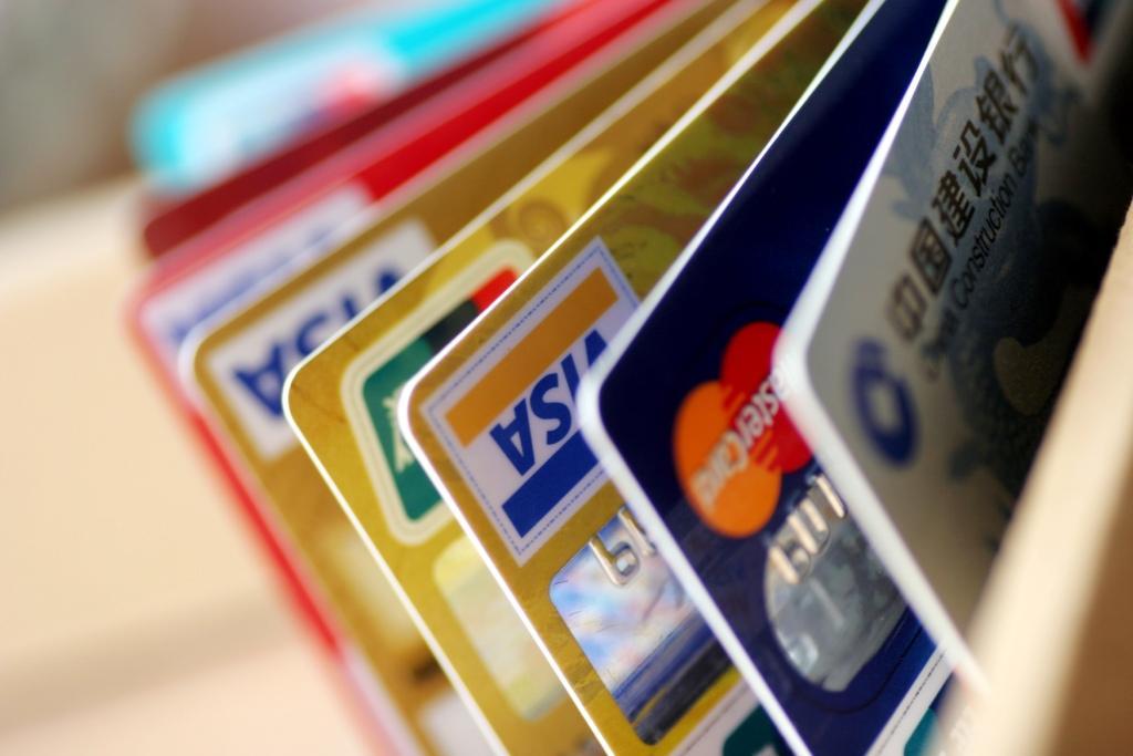 Банковские карточки, кредитные, виза, мастеркард