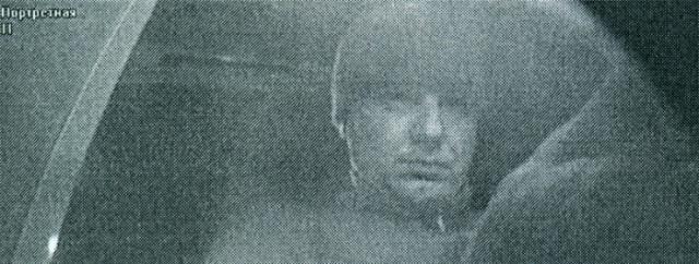 Человек украл карточку и снял деньги в банкомате, вор, криминал 2