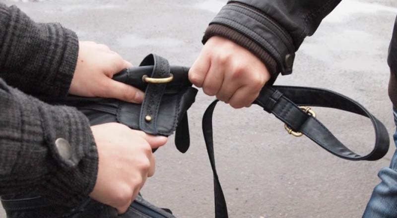 Криминал, сумочка, руки