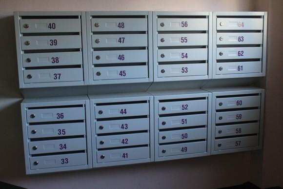 Почтовые ящики, подъезд