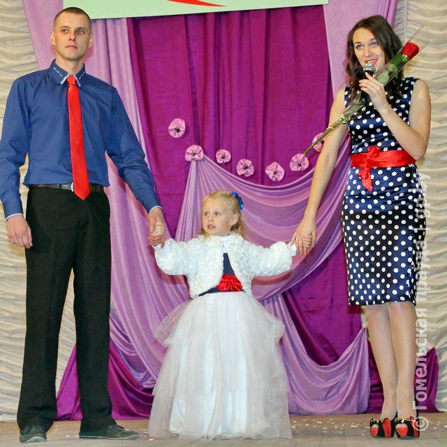 Семья Дикун из Дубровы лучшая молодая семья Гомельщины 2014.jpg