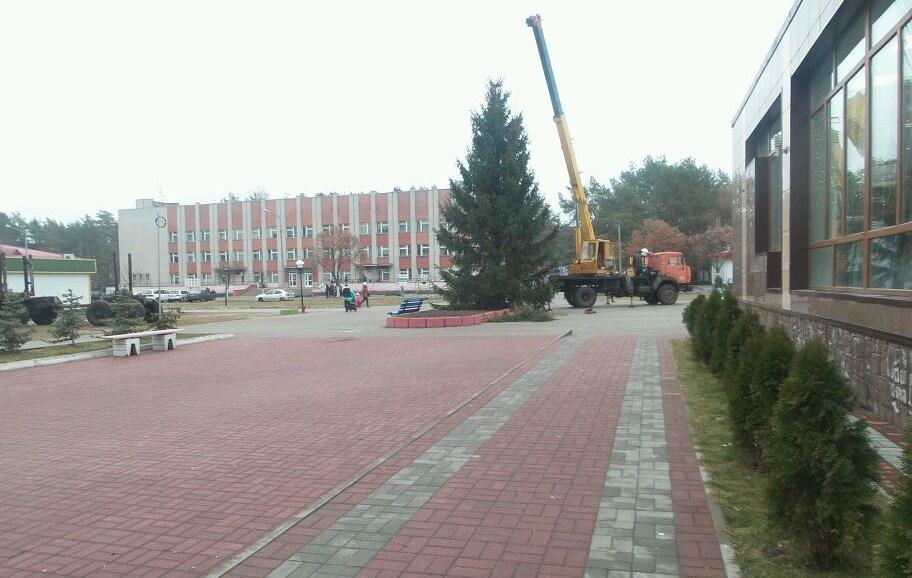 Установка новогодней елки в мкрн Молодёжный 2