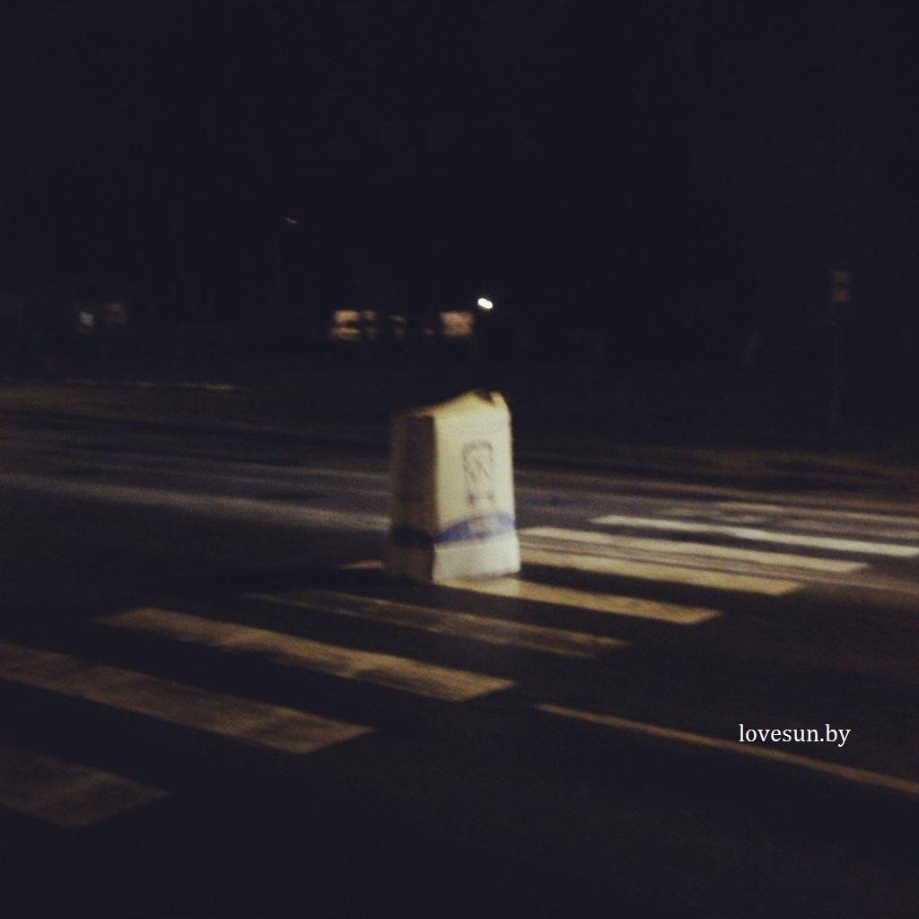 коробка в которой шёл человек возле спорткомплекса ЦКК