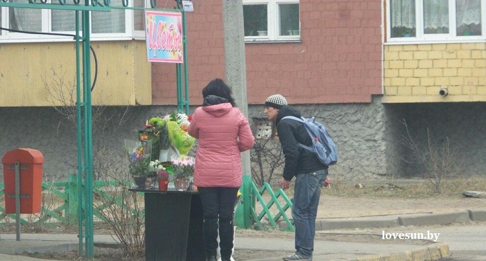 8 марта город, цветы, люди 131