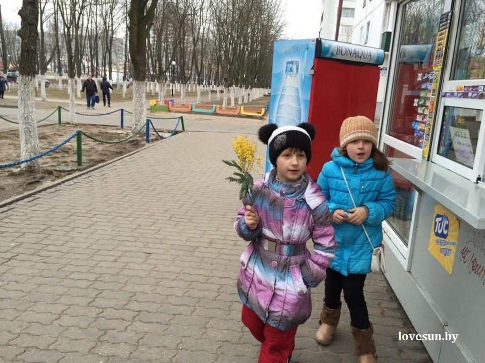 8 марта город, цветы, люди 161
