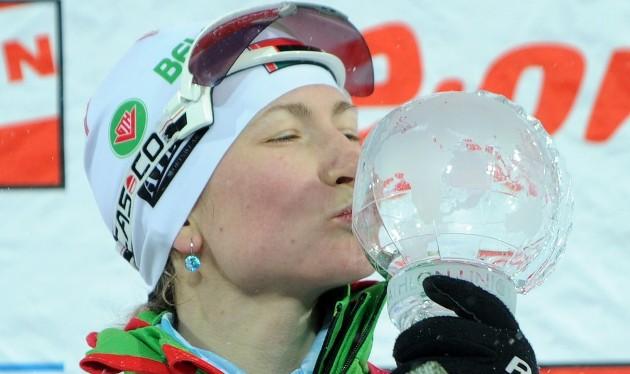 биатлонистка Дарья Домрачева с хрустальным глобусом