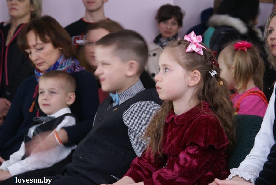 2014.04.04 благотворительная акция светлогорского автоканала , дети, девочка