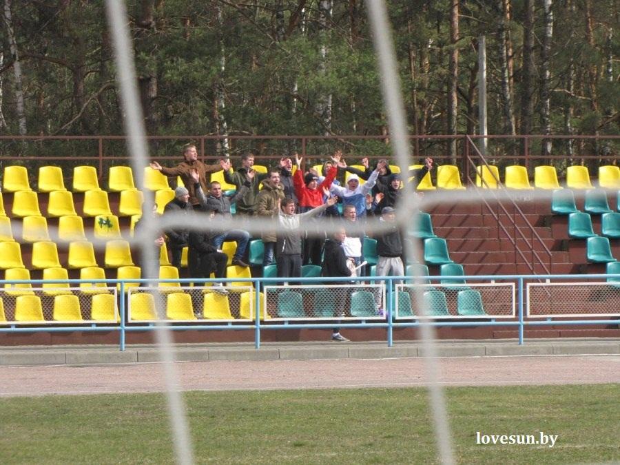 Химик-Слуцк, футбол 4 апреля 2015, бумажник, фанаты