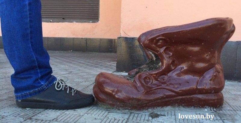большой ботинок в Чирковичах, скульптура