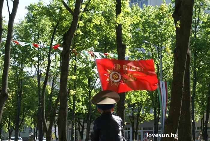 День победы 2015 мальчик и флаг 9 мая