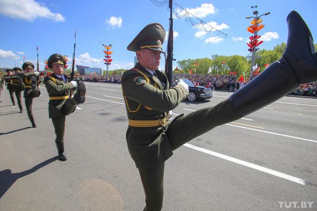 Парад 9 мая в Минске военный