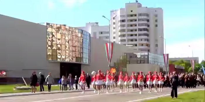 скриншот таймлапс видео о светлогорске, парад, иранский квартал