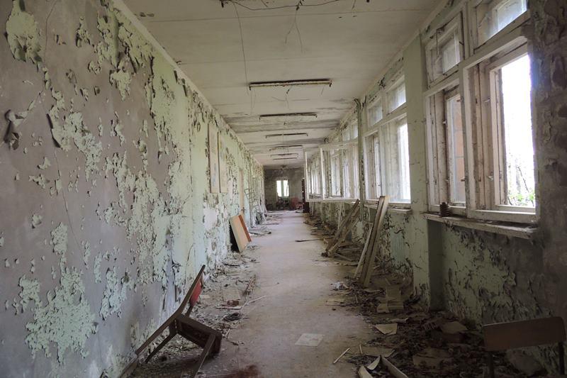 припять Чернобыльская атомная электростанция облезлый коридор