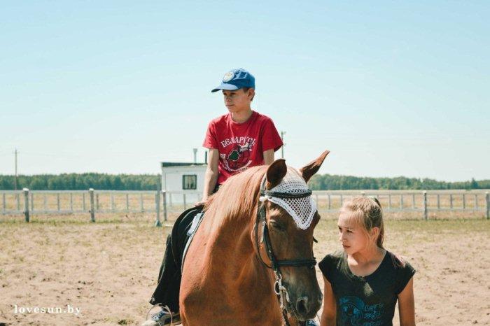 Дети в конном клубе в Печищах 6