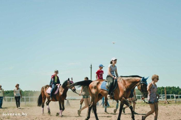 Дети в конном клубе в Печищах  8