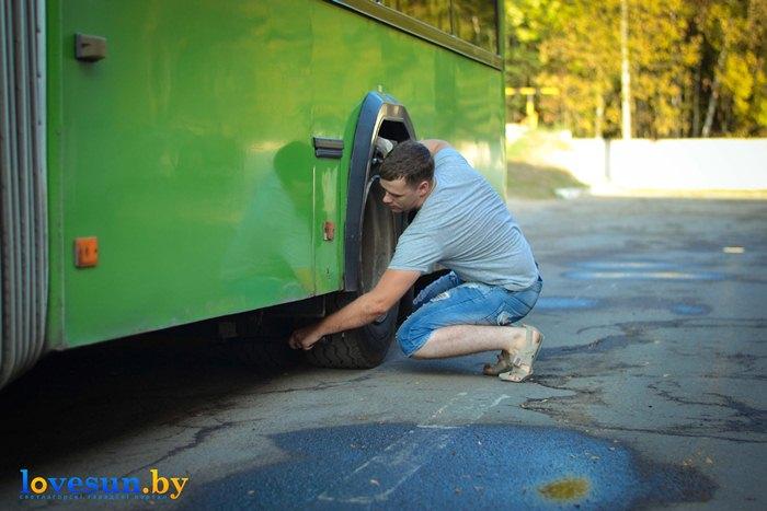 АП 5 Водитель Корляк возле автобуса