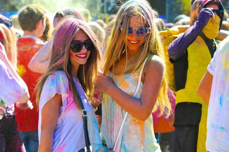 холи фестиваль красок яркие девушки