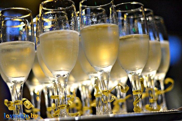 открытие караоке клуба в континенте бокалы с шампанским