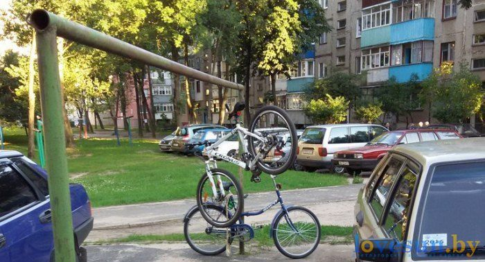 велосипед пристегнут 3