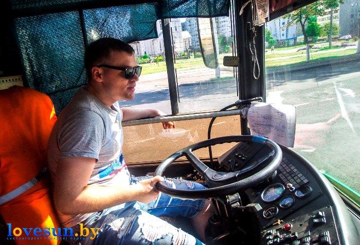 водитель Корляк в автобусе