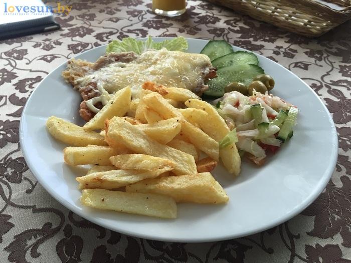 сложный гарнир (картофель фри) и свинина под сыром 2