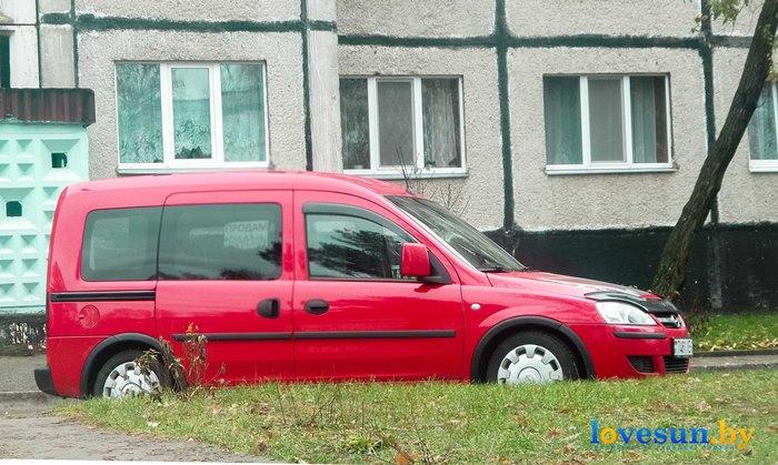 Автомобиль опель с флагами и президентами Лукашенко и Путиным 4