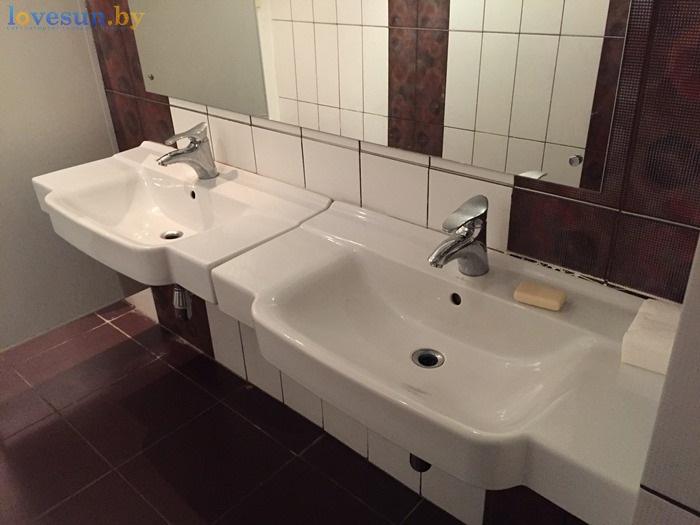 умывальники туалет ресторана Маладик IMG_8987
