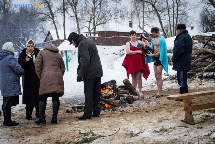 Крещение 2016 люди у костра