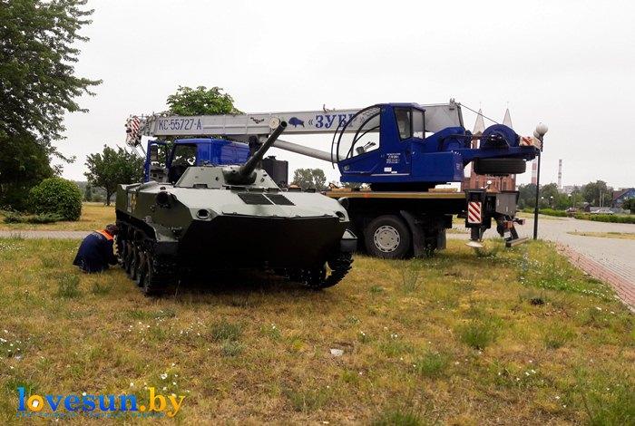 БМД-1 на набережной установка