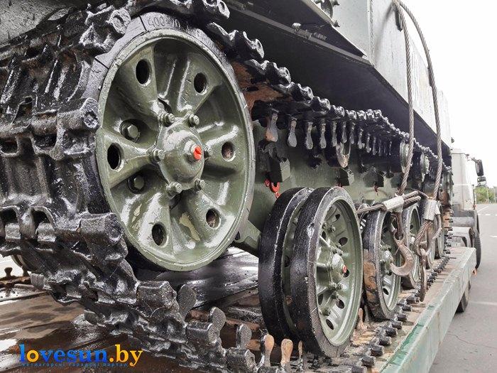 БМД-1 на набережной установка гусеницы