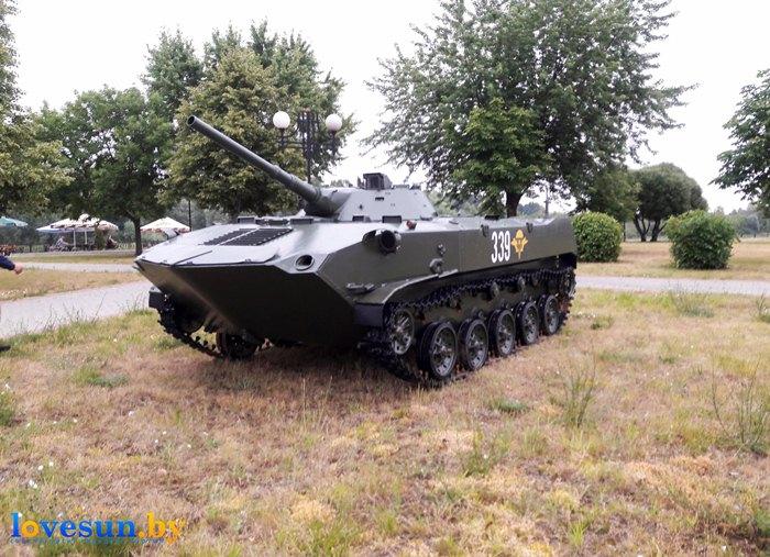 БМД-1 на набережной установлен