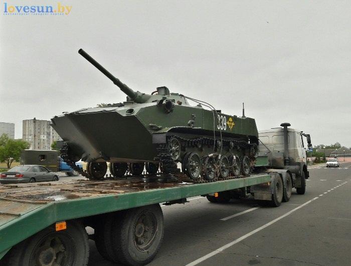 БМД-1 на набережной