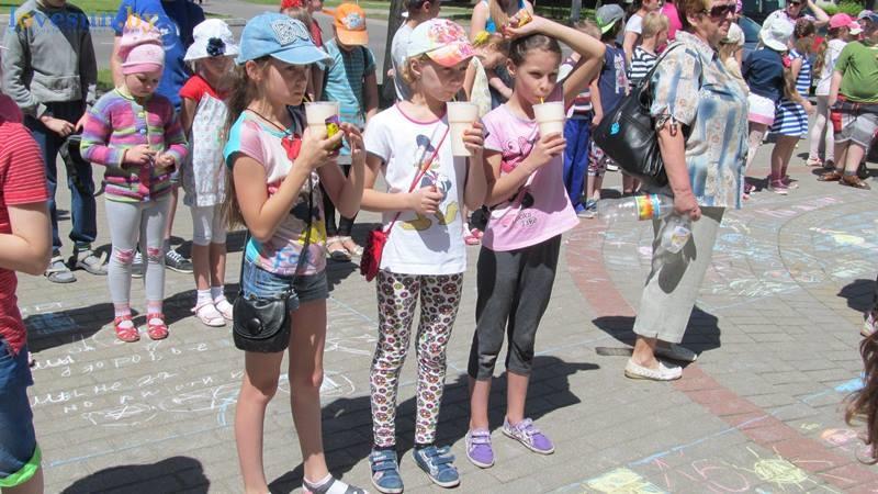 день защиты детей конкурс рисунков на асфальте (11)