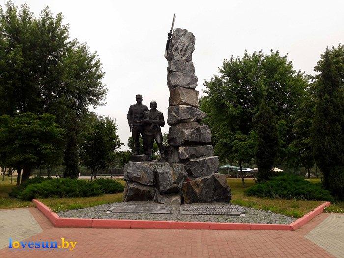 памятник войнам интернационалистам на набережной площади