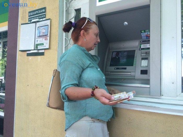 новые белорусские деньги женщина с рублями