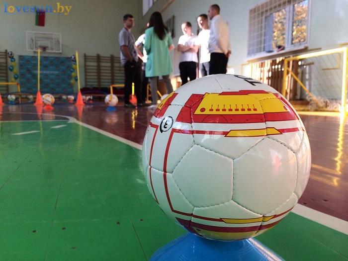 otkryitie-detskoy-futbolnoy-shkolyi-yunior-16-10-2016-myach