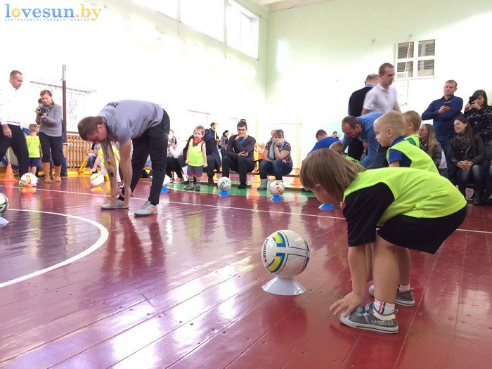 otkryitie-detskoy-futbolnoy-shkolyi-yunior-16-10-2016-rastyazhka-2
