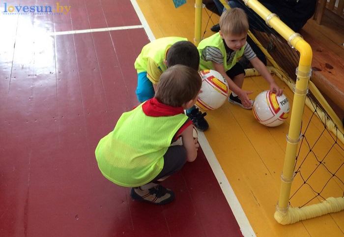 otkryitie-detskoy-futbolnoy-shkolyi-yunior-16-10-2016-vorota