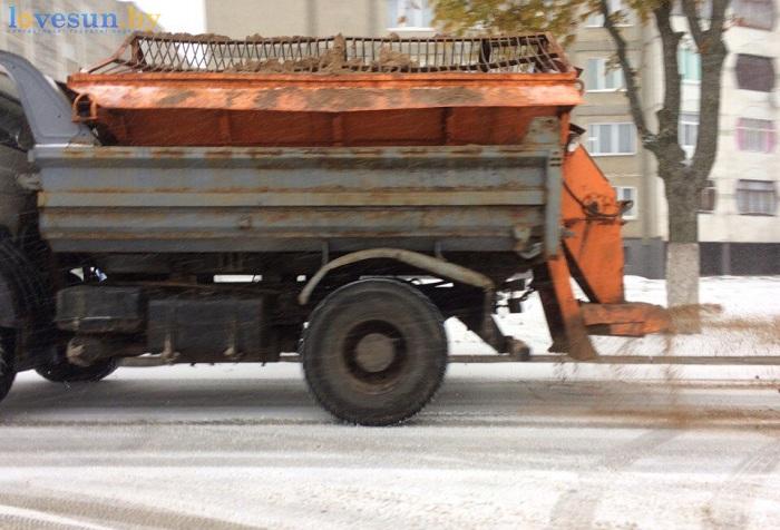 первый снег 2016/2017 авто посыпает пескосль маз коммунальщики дорога
