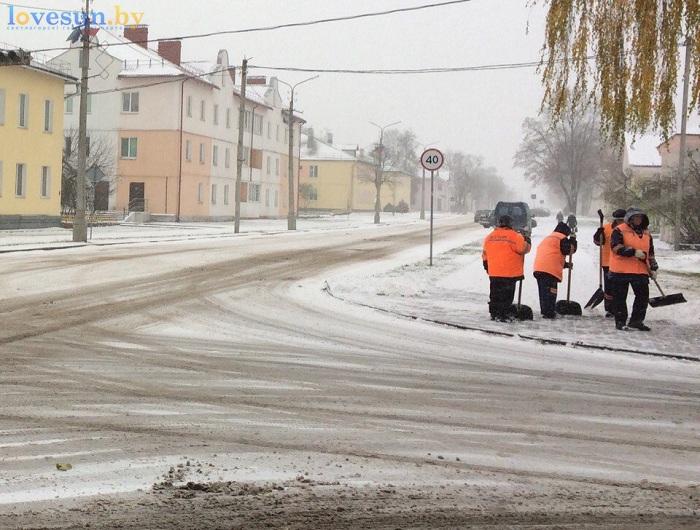 первый снег 2016/2017 уборка коммунальщики лопаты