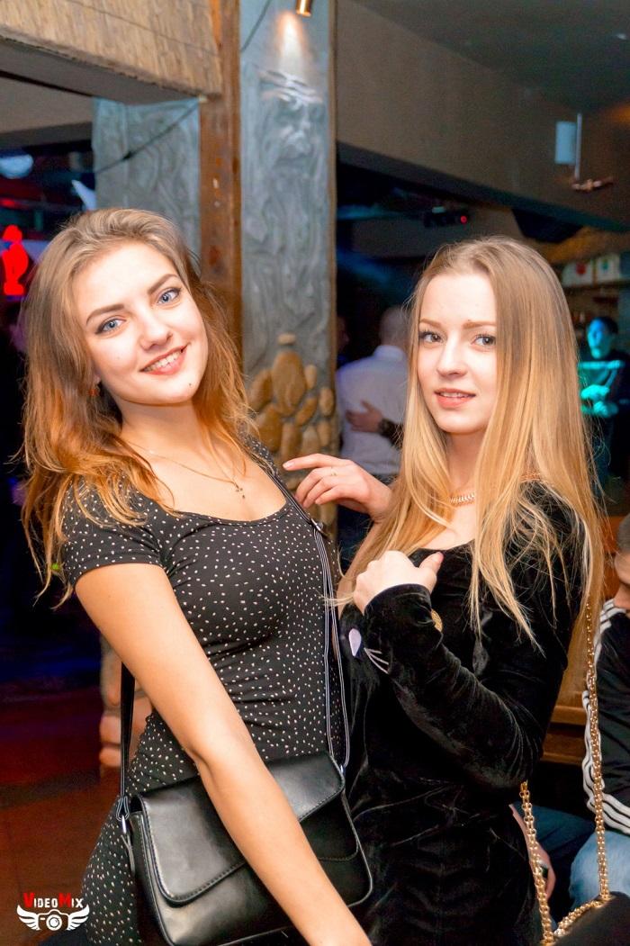 вечеринка (дискотека) в честь 15 000 подписчиков девушки