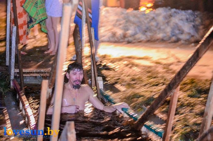 Крещенские морозы купания 2017 ночь река крест мужчина 2