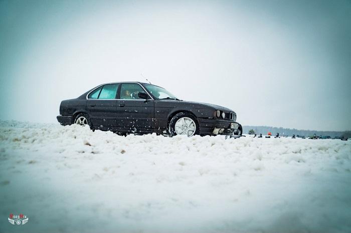 авто горячий лёд 2017 снег БМВ 5 (Е34)
