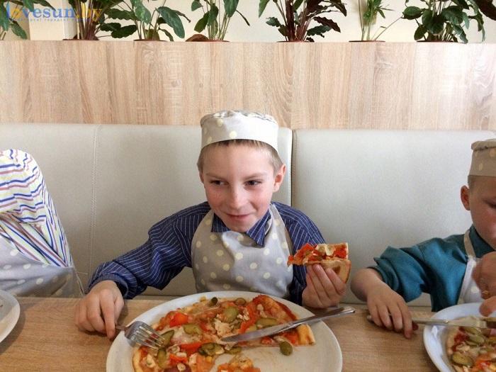 дети в пицца смайл мастер-класс 09.03.17 кушает