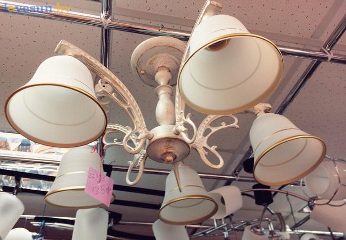 магазин обоев и светильников в гостином дворе