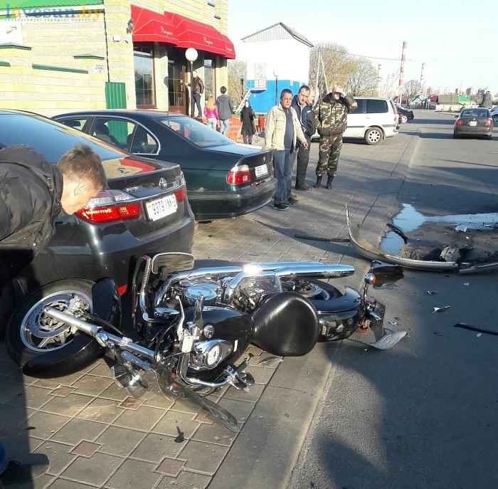 ВСветлогорске Опель  непропустил мотоциклиста наYamaha: байкер в клинике