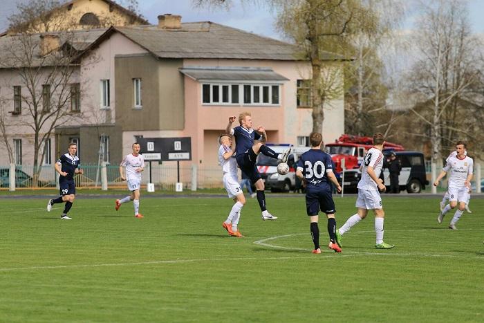 Футбольный матч Химик Луч 15.04.2017 прыжок