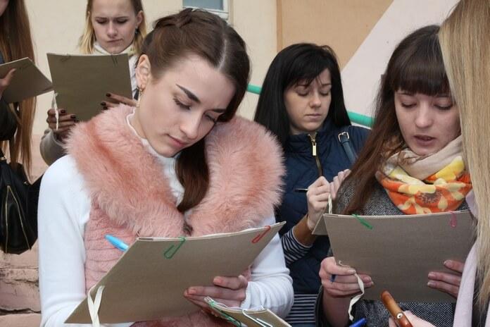 Следственный комитет учения девушки записывают